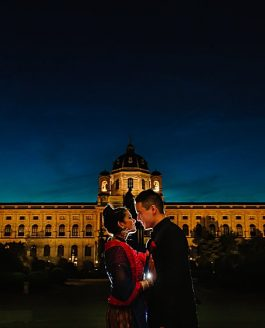 Aditi und Jeff in Kursalon Vienna and in the kunsthistorischen Museum Wien